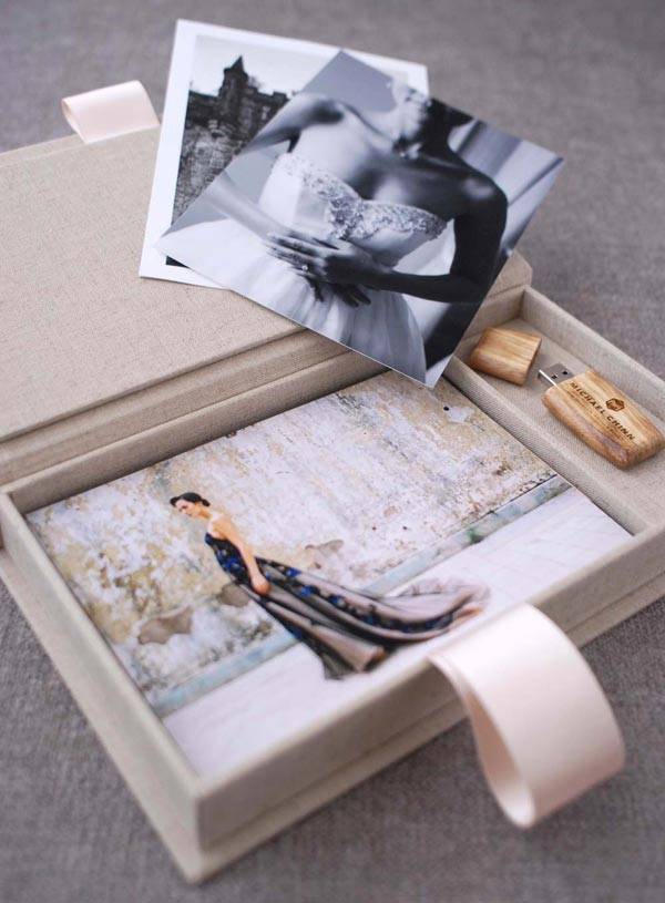 Wedding image with flash drive portrait box